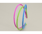 3 bright coloured alice bands per card. In pink, green & blue or green, yellow & orange.