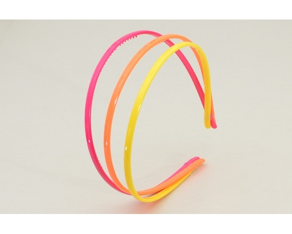 3 neon narrow alice bands per card. In green/pink/black & yellow/orange/pink.