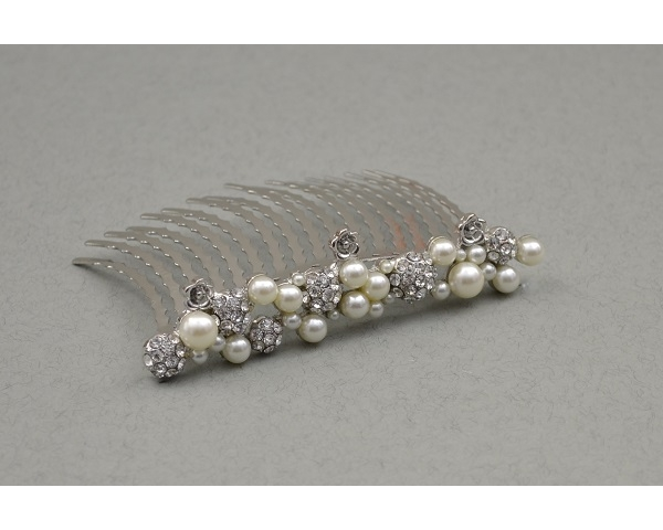 Crystal & pearl bead comb tiara. Length 10cm approx.