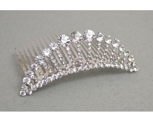** LOW STOCK ** Crystal fan shaped comb tiara. Length 8cm, height 3cm approx