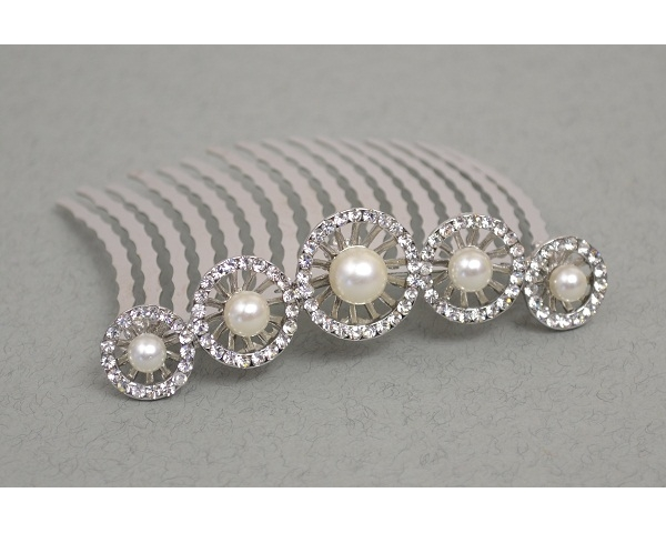** LOW STOCK ** Circular crystal with central pearl bead comb tiara. Length 7.5cm approx