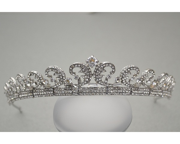 Crescent shaped crystal tiara. Height 3cm approx