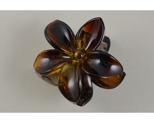 Flower shaped clamp. Packed assorted gloss & matt finish in black & brown