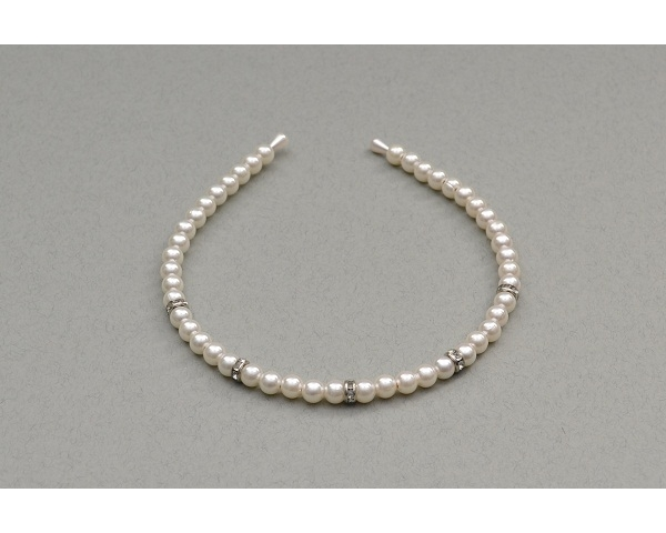 Cream pearl bead alice band decorated with diamante gems.