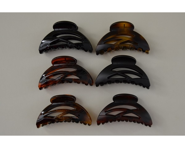 Matt and gloss finish clamps in pretty design.Black, amber and brown per pack.8.5 cm approx