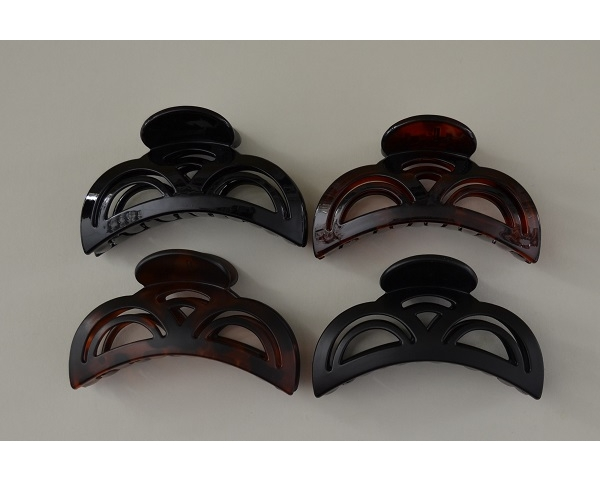 Pretty design clamp in matt and gloss finish. Black and brown per pack. 9cm approx.