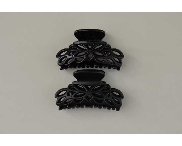 Intricate cutout design clamp in black with matt and gloss finish.9 cm approx