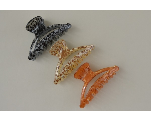 Animal print clamp. Colours as per image. 9 cm approx.