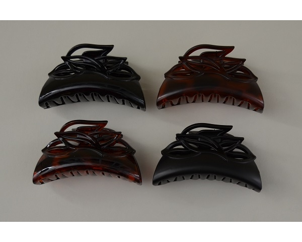 Leaf cutout design clamp in black and brown per pack. Matt and gloss finish. 8.5 cm approx