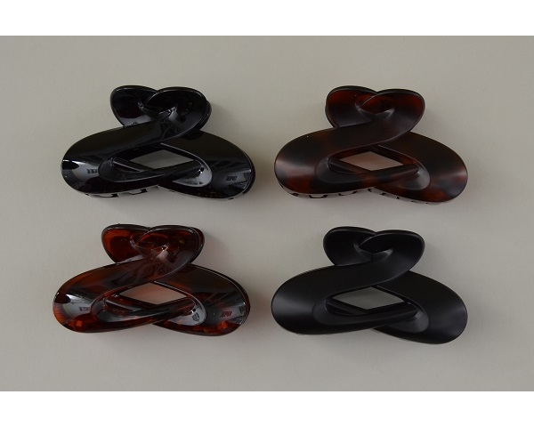 Pretty design clamp in black and brown per pack. Matt and gloss finish. 9 cm approx